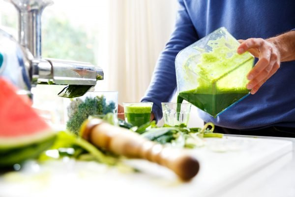 groentensap uitschenken