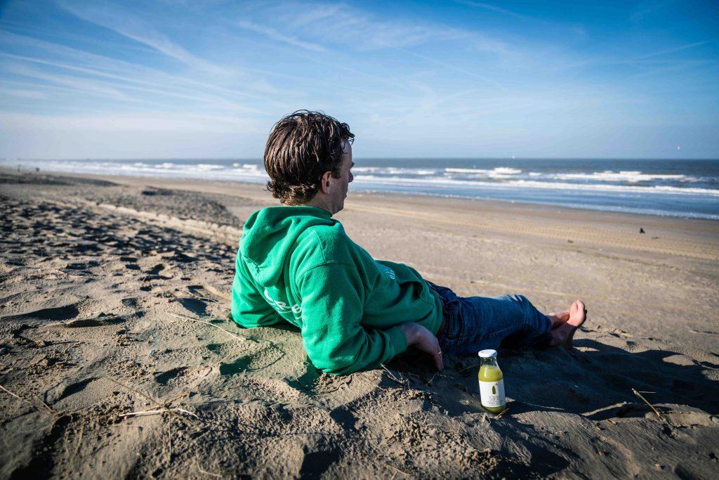 Richard de leth op het strand